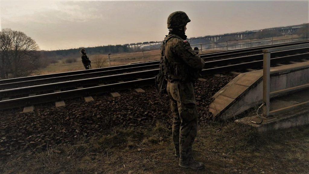 Бійці 17-ї Великопольської механізованої бригади допомагають забезпечити кордони
