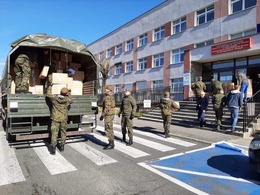Бійці територіальної оборони Польщі допомагають у забезпеченні доставки медичного обладнання та засобів до лікувальних закладів