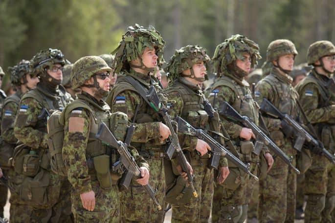Естонські військовослужбовці на маневрах Kevadtorm
