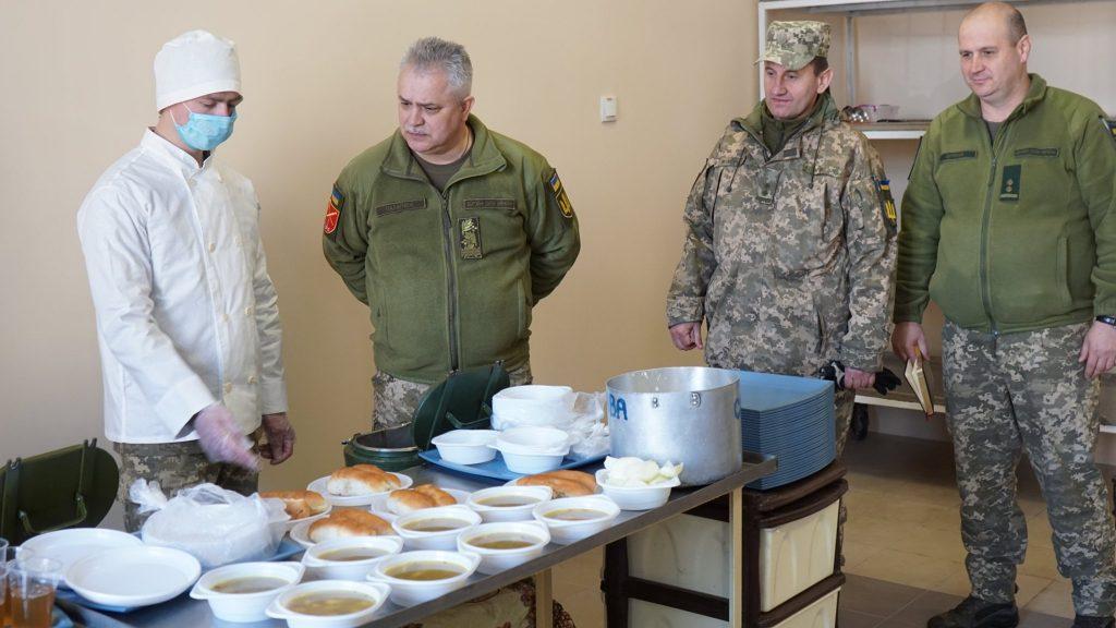 Харчування у відкритій їдальні в Одесі