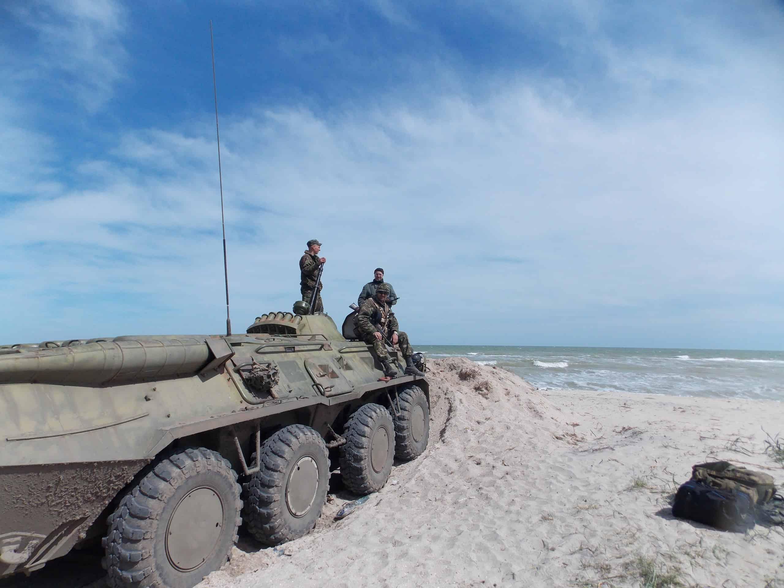 Підняті за бойовою тривогою БТР-80 79 ОАЕМБр в Херсонській області. Березень 2014 року