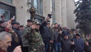 Ветерани в Молдові штурмують будівлю уряду