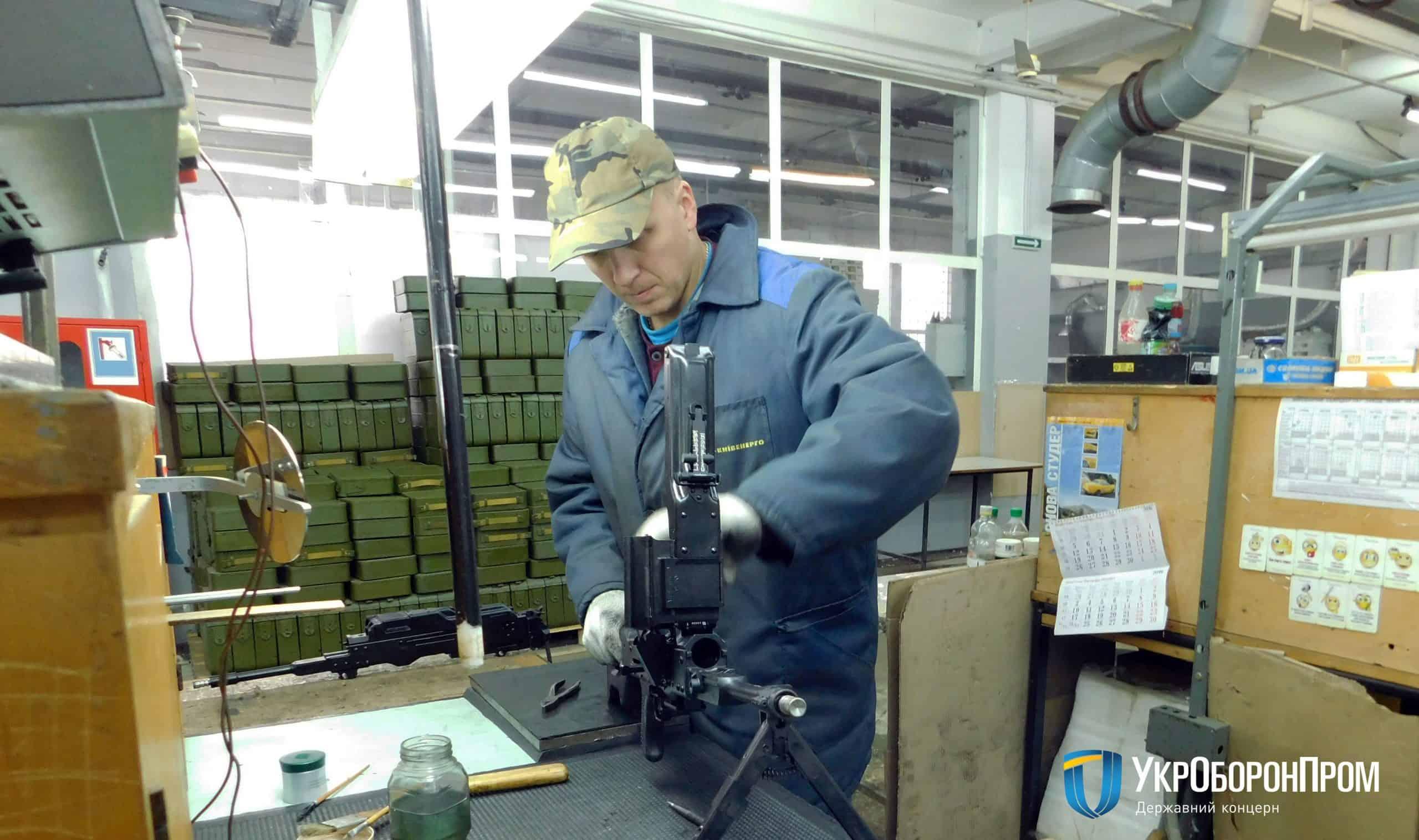 Процес виробництва кулеметів на заводі Маяк
