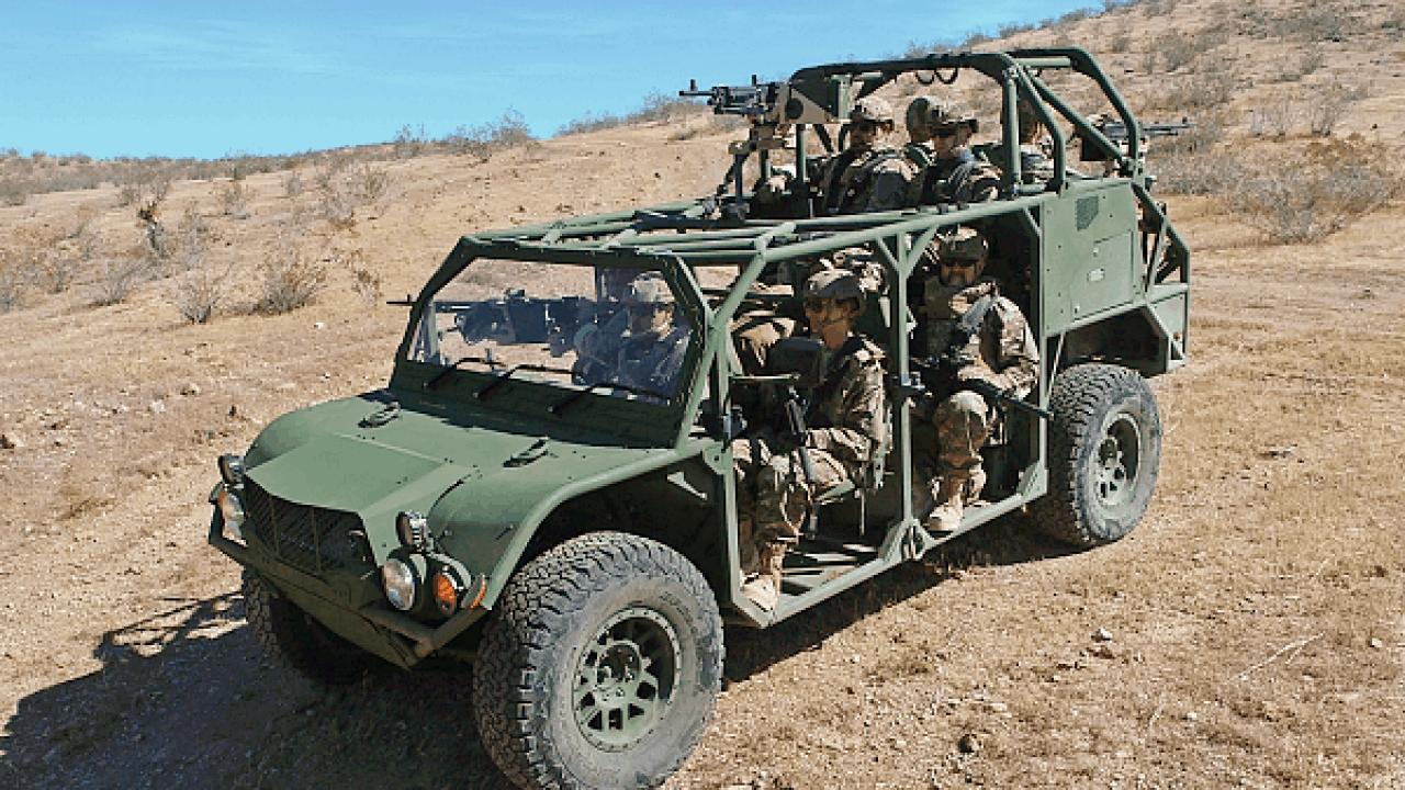 Тактичний транспортний засіб від Oshkosh Defence та Flyer