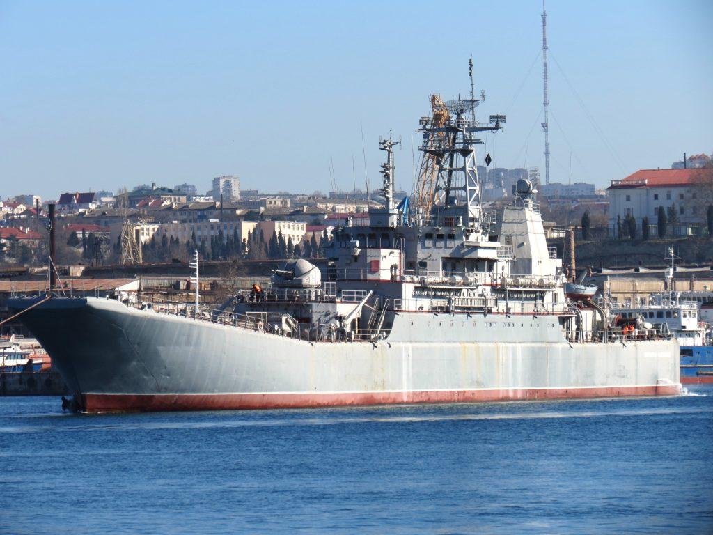 """Великий десантний корабель """"Костянтин Ольшанський"""" під час перебазування"""