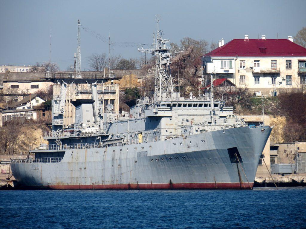 """Великий розвідувальний корабель """"Славутич"""" після перебазування в окупованому Севастополі"""