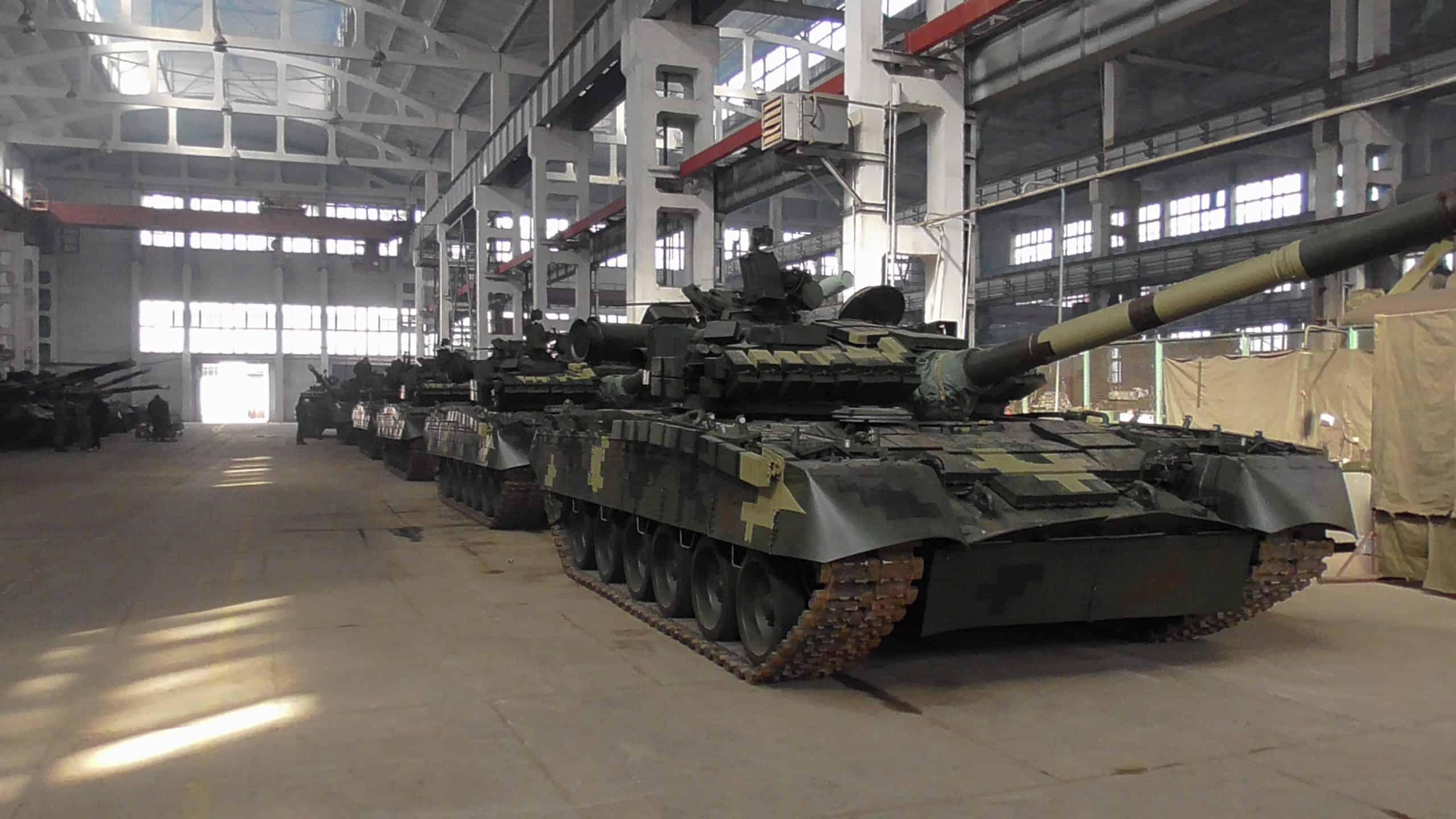 Відремонтовані та модернізовані танки Т-64БВ та Т-80БВ