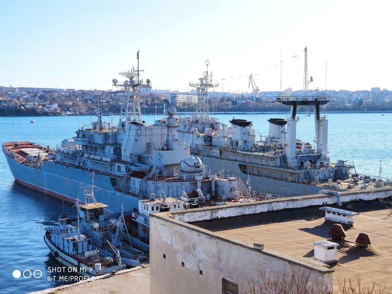 Захоплені українські військові кораблі у Севастополі