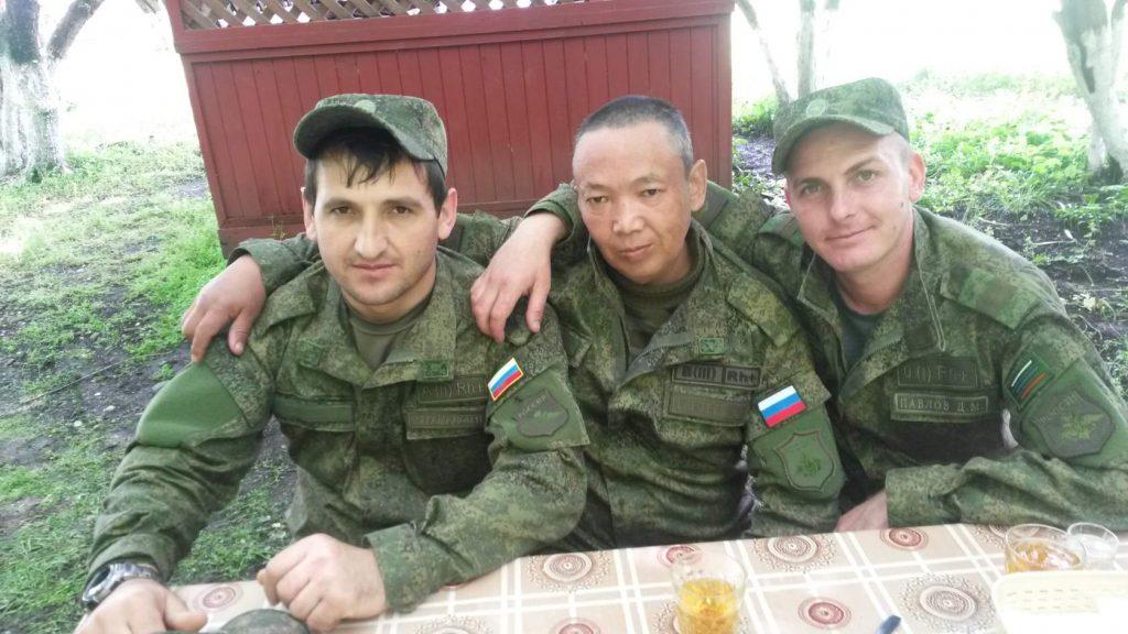 Эжен Ередеев (по центру)