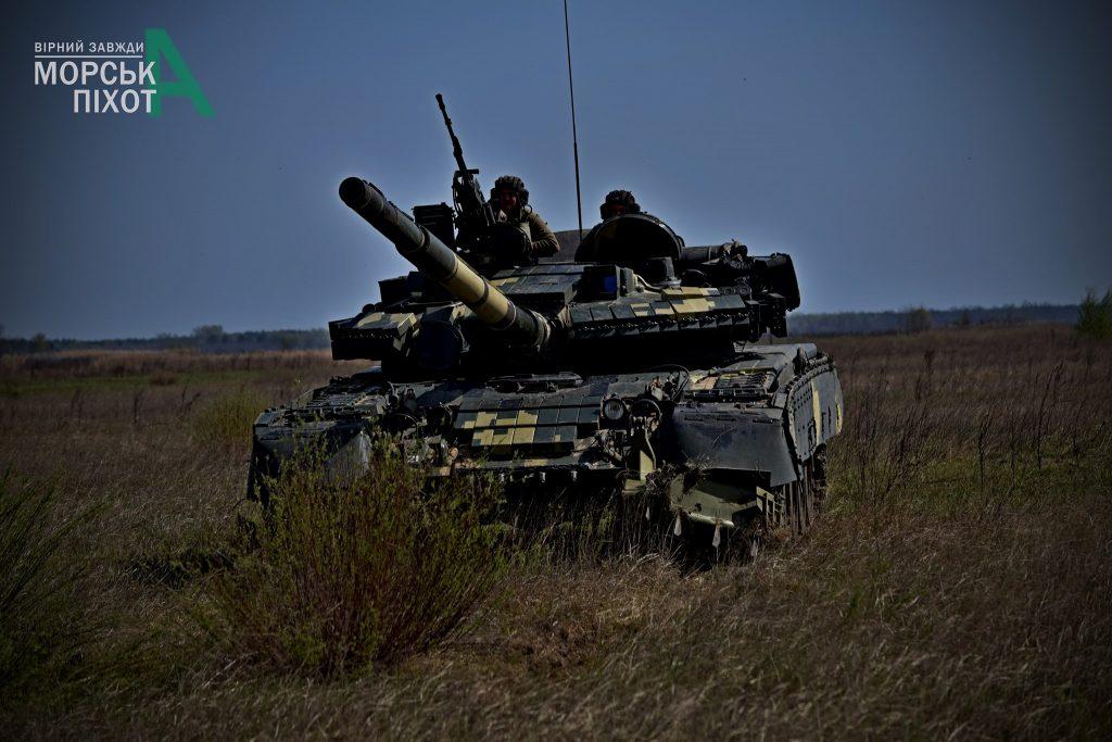 Танк Т-80 на навчаннях морської піхоти ЗСУ. Фото: 36 ОБрМП