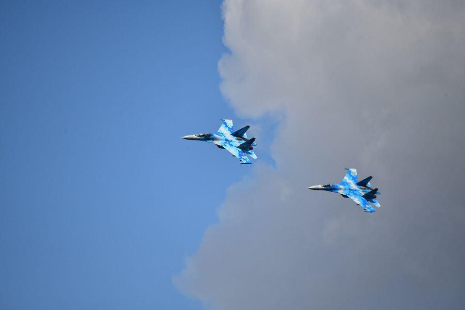 Винищувачі Су-27 під час льотних випробувань РК-360МЦ «Нептун» 27 квітня 2020 року