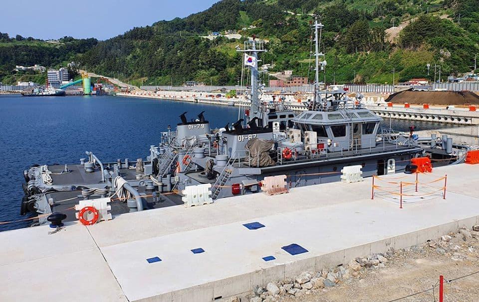 Буксири ВМС Південної Кореї на віддаленому острові