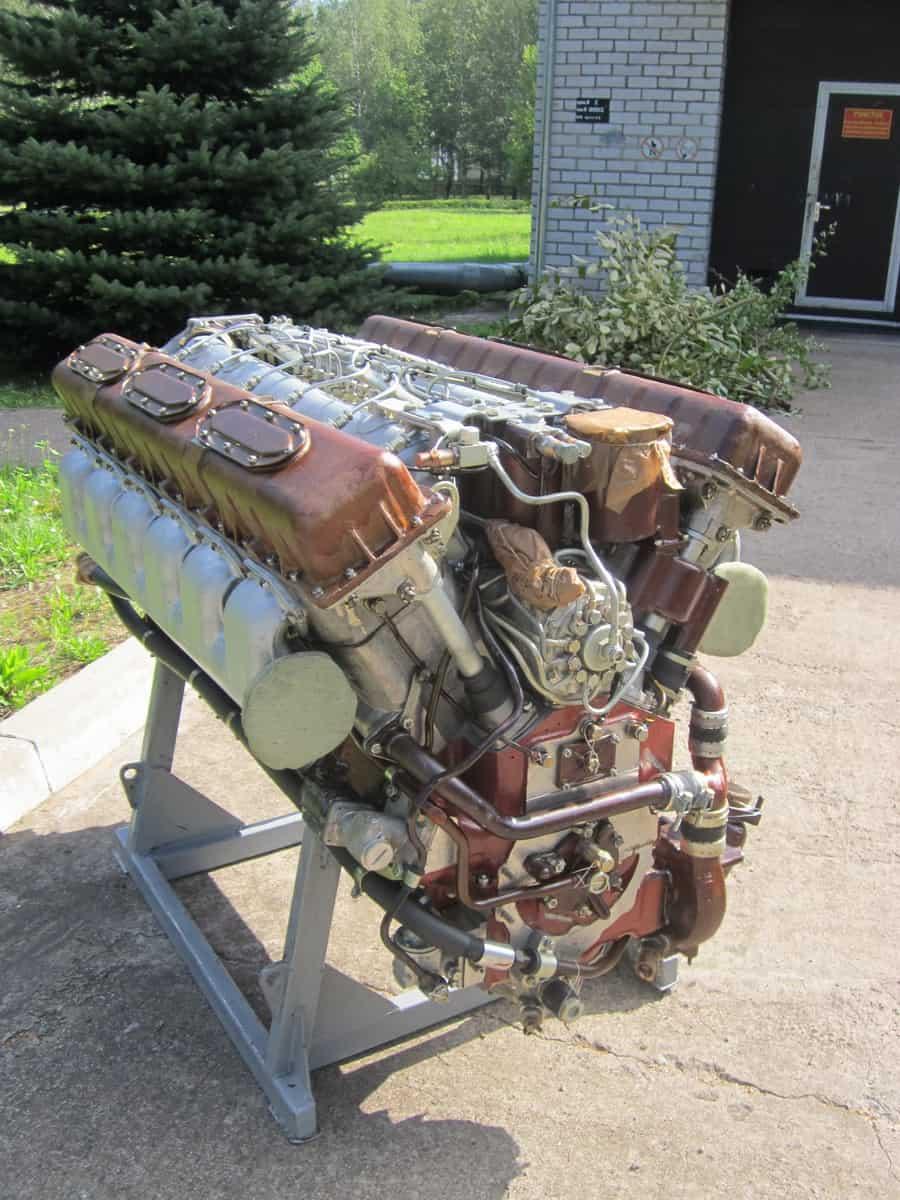 """Двигун В-59У до 2С3 """"Акація"""", 2С4 """"Тюльпан"""", ГМЗ-3 та інші машини"""