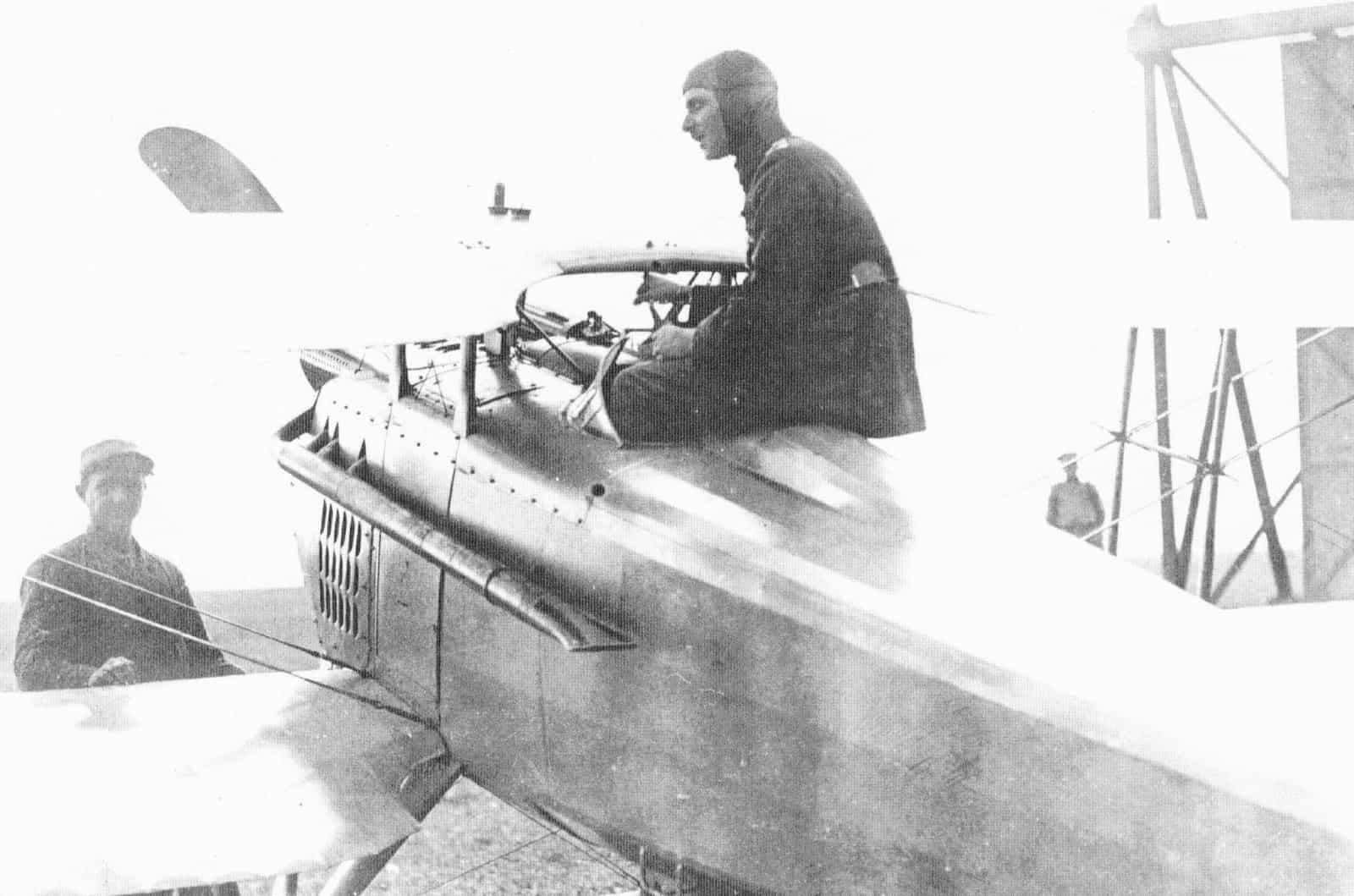 Лейтенант Жорж Лахманн у кабіні свого СПАДа