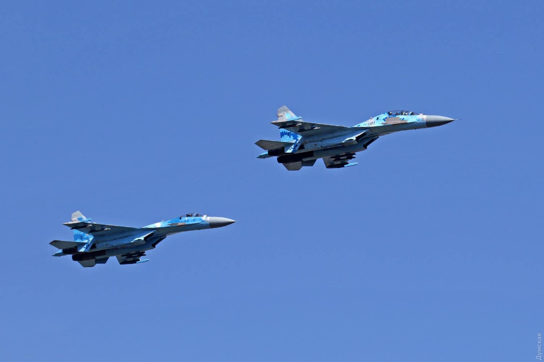 Пара винищувачів Су-27М1 та Су-27УБМ після зльоту в Одесі
