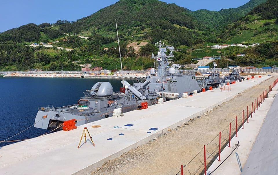 Ракетні катери ВМС Південної Кореї на віддаленому острові