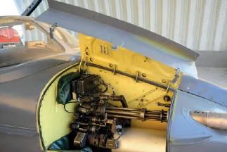 """Вбудоване озброєння - 7,62-мм шестиствольний кулемет """"Дженерал Електрік"""" GAU-2A/B """"Мініган"""" (боєкомплект - 1500 набоїв)"""
