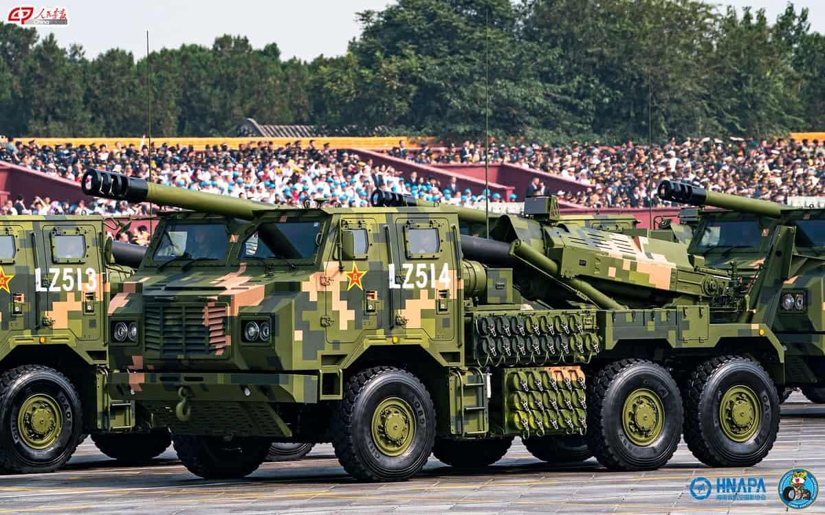 155-мм колісна САУ PLC-181 під час параду в Китаї
