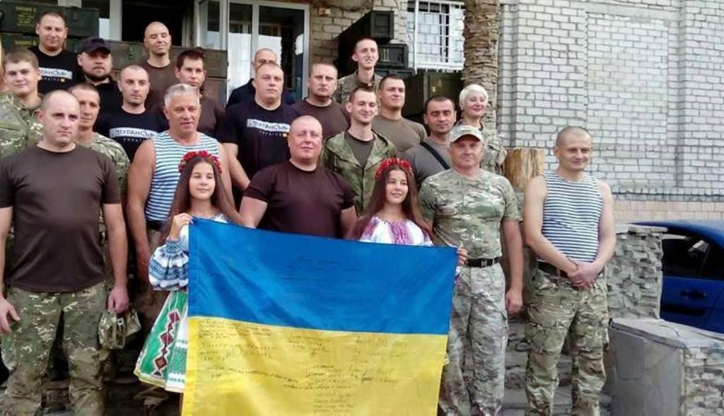 Комбат Сергій Губанов з бійцями