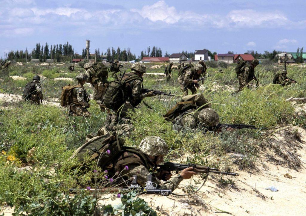 Військові на навчаннях на узбережжі Азовського моря. Фото: Міноборони