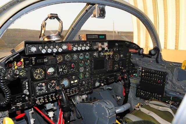 Кабіна колумбійського А-37В