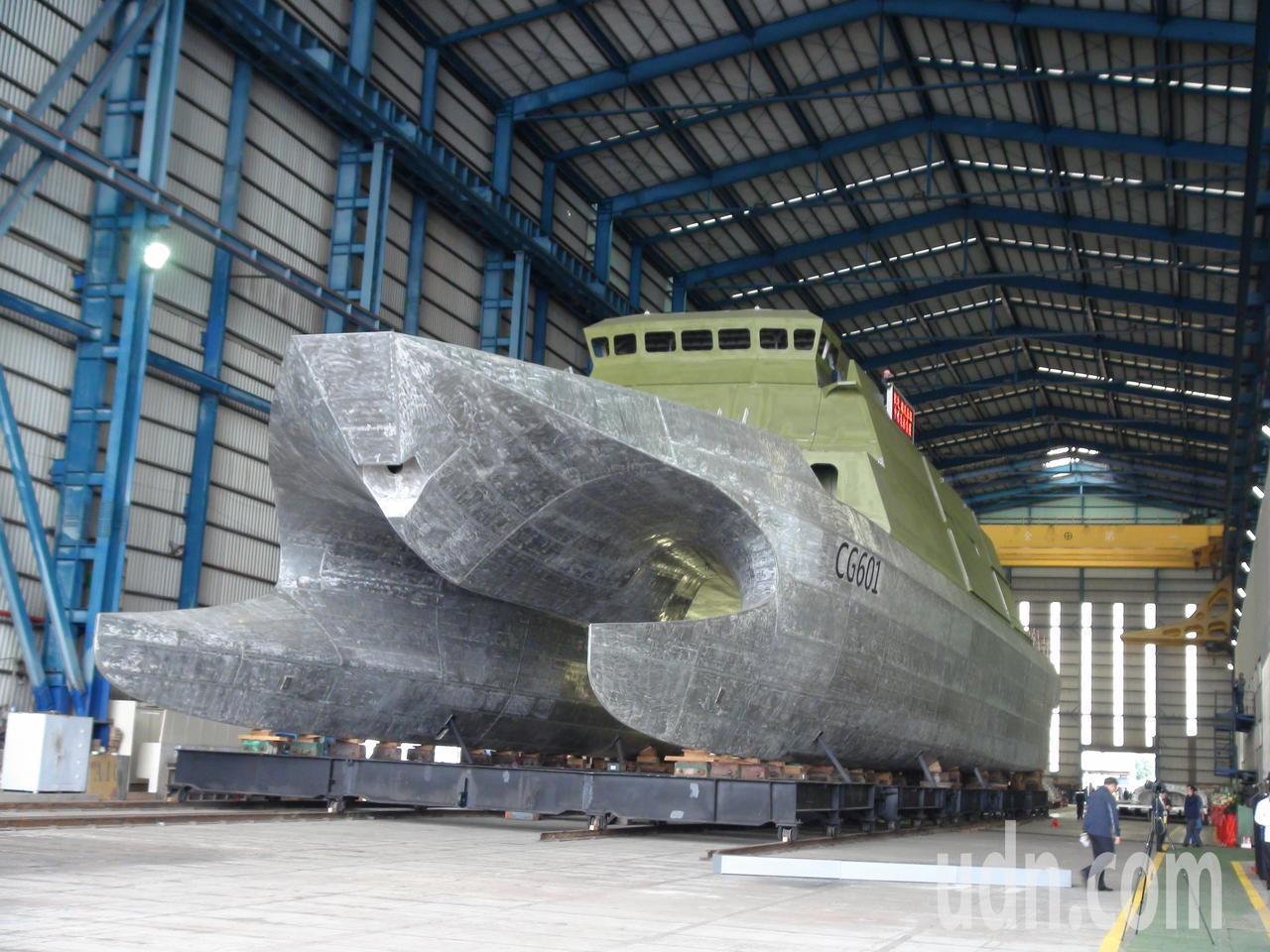 Майбутній патрульний корабель Anping CG601 Берегової охорони Тайваню перед фарбуванням