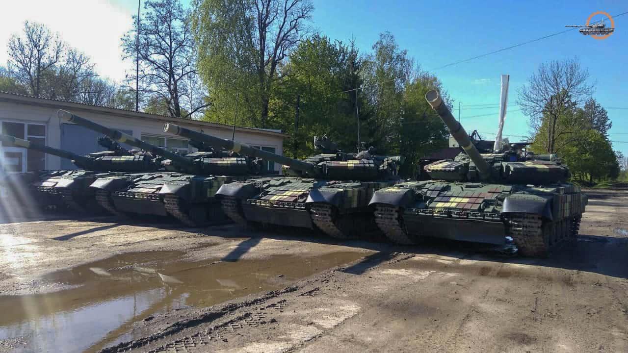 Модернізовані у Львові танки Т-64БВ 1