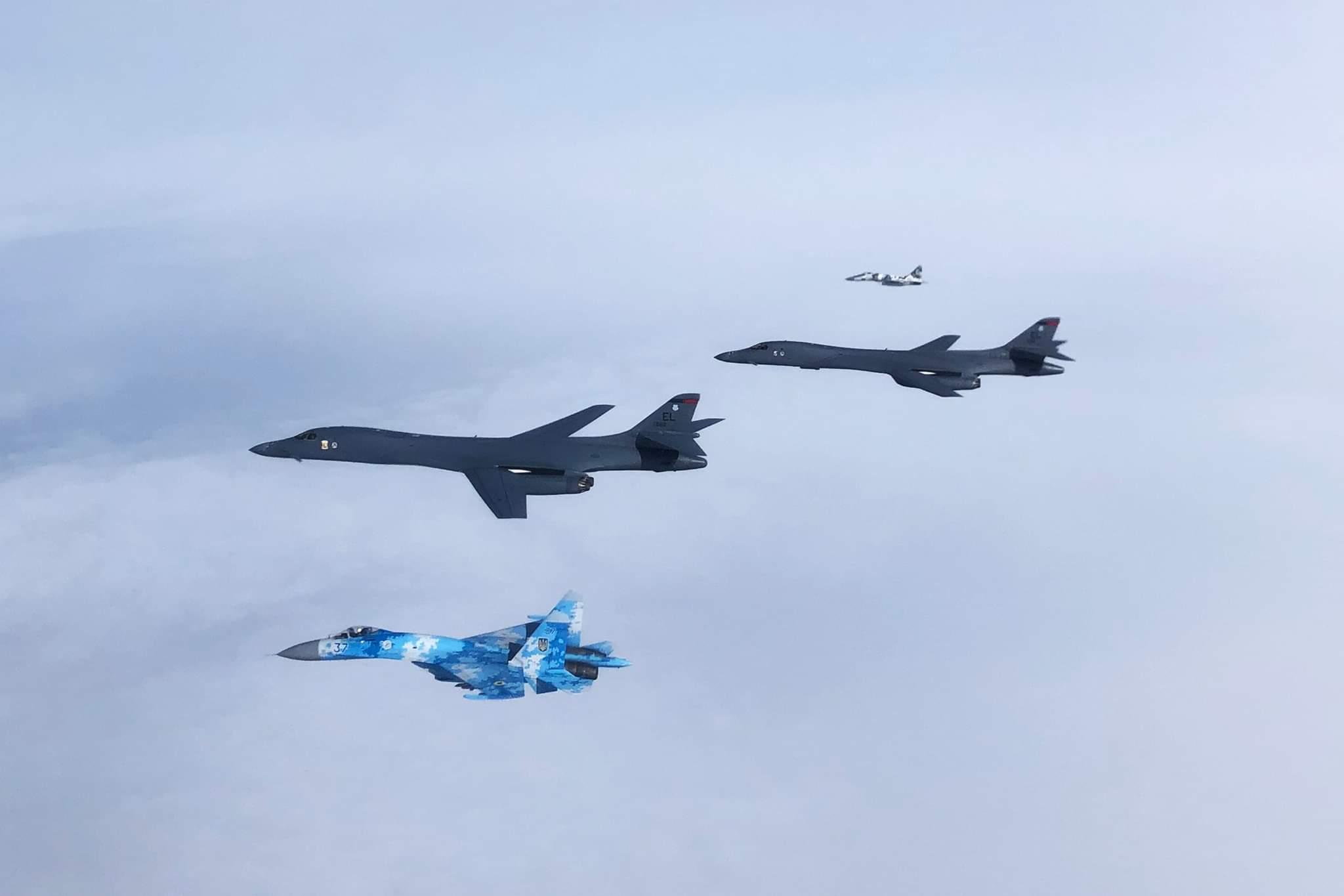 Супровід українськими винищувачами Су-27 та МіГ-29 американських стратегічних бомбардувальників