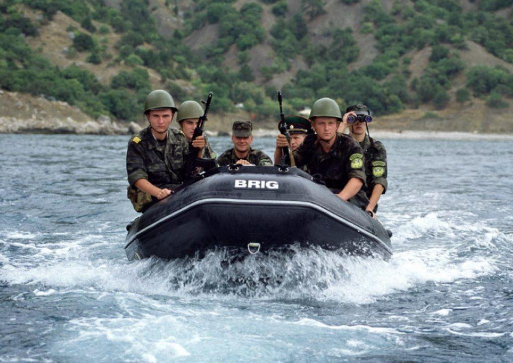 Військові на надувних човнах Brig HD460