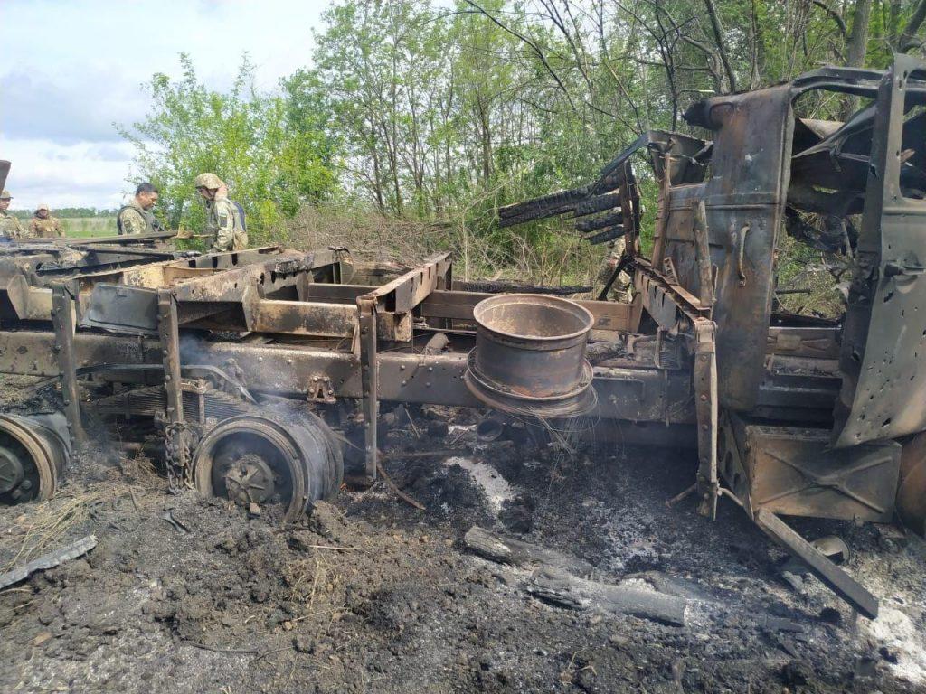 Наслідки влучання 120-мм міни у вантажівку ЗСУ