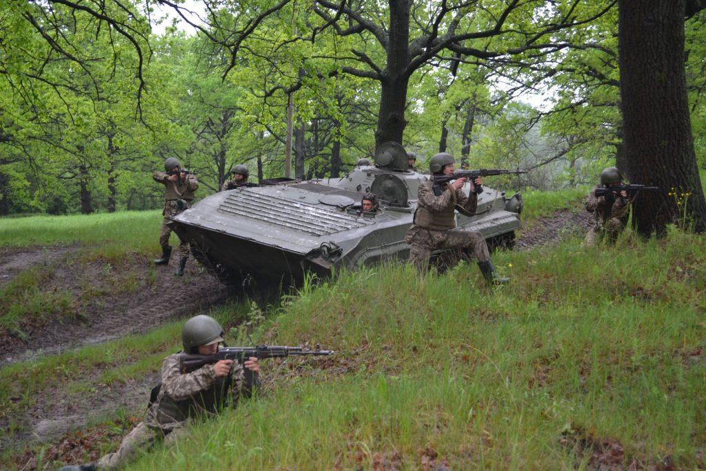 Курсанти під час навчань з БМП-1. Фото: Військовий інститут