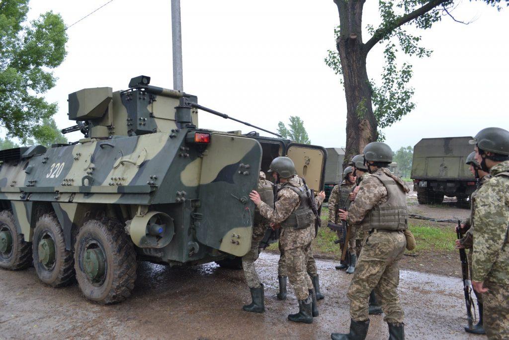 Курсанти під час навчань з БТР-4. Фото: Військовий інститут