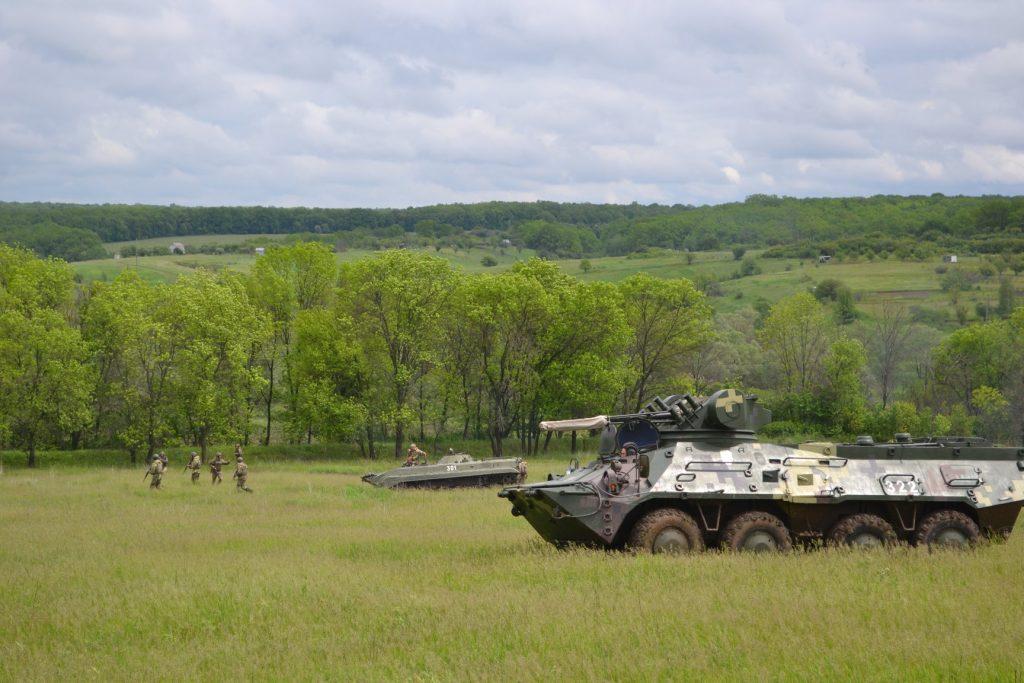 Курсанти під час навчань з БТР-3 та БМП-1. Фото: Військовий інститут
