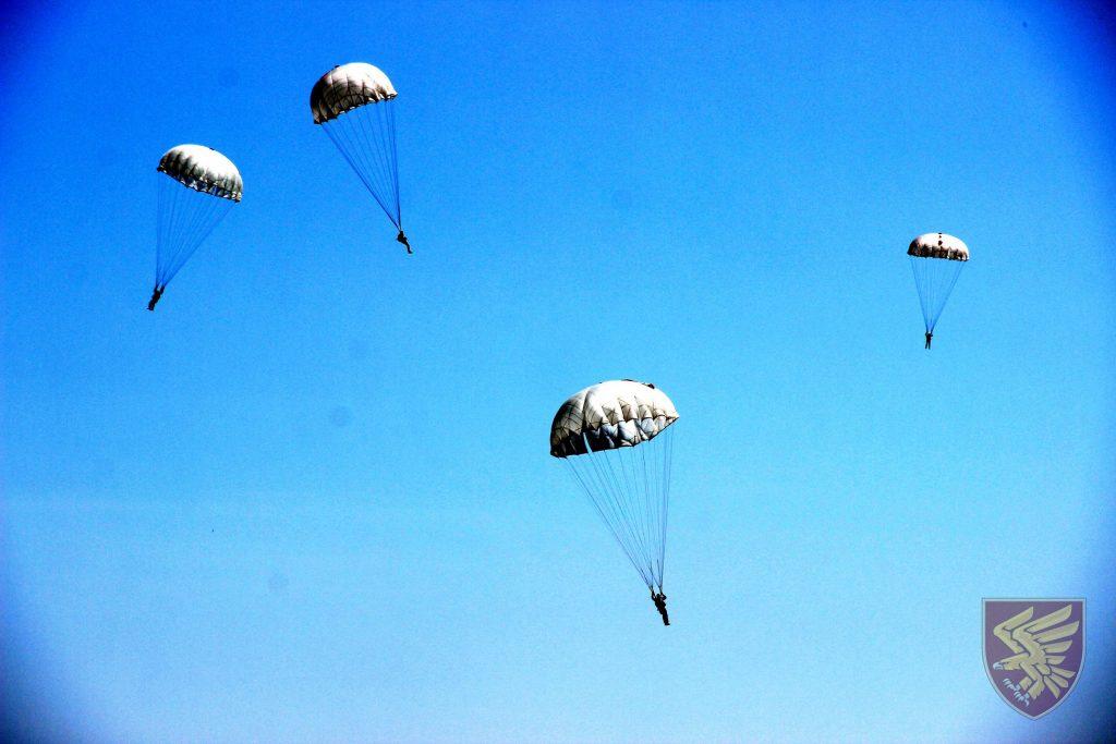Стрибки 95 окремої десантно-штурмової бригади. Фото: ДШВ