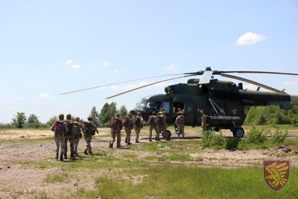Стрибки з Мі-8 95 окремої десантно-штурмової бригади. Фото: ДШВ