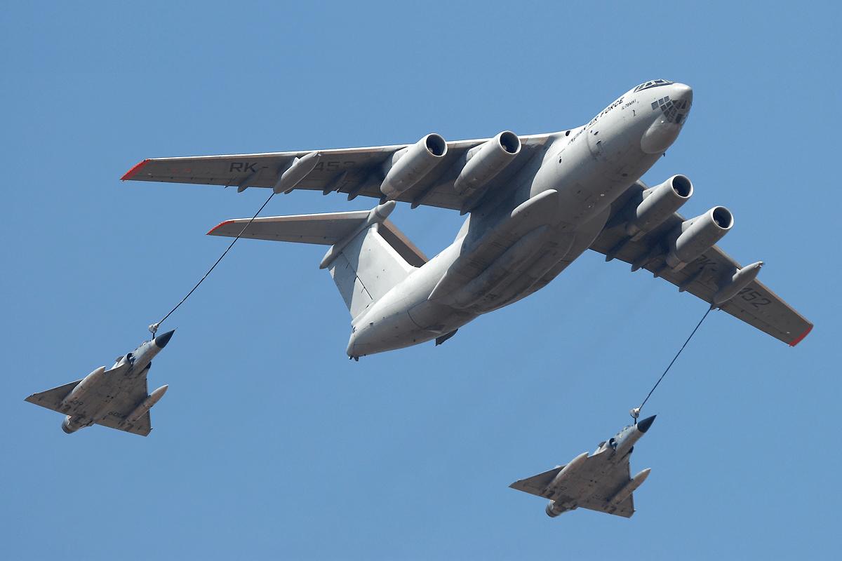 Іл-78 під час дозаправки у повітрі