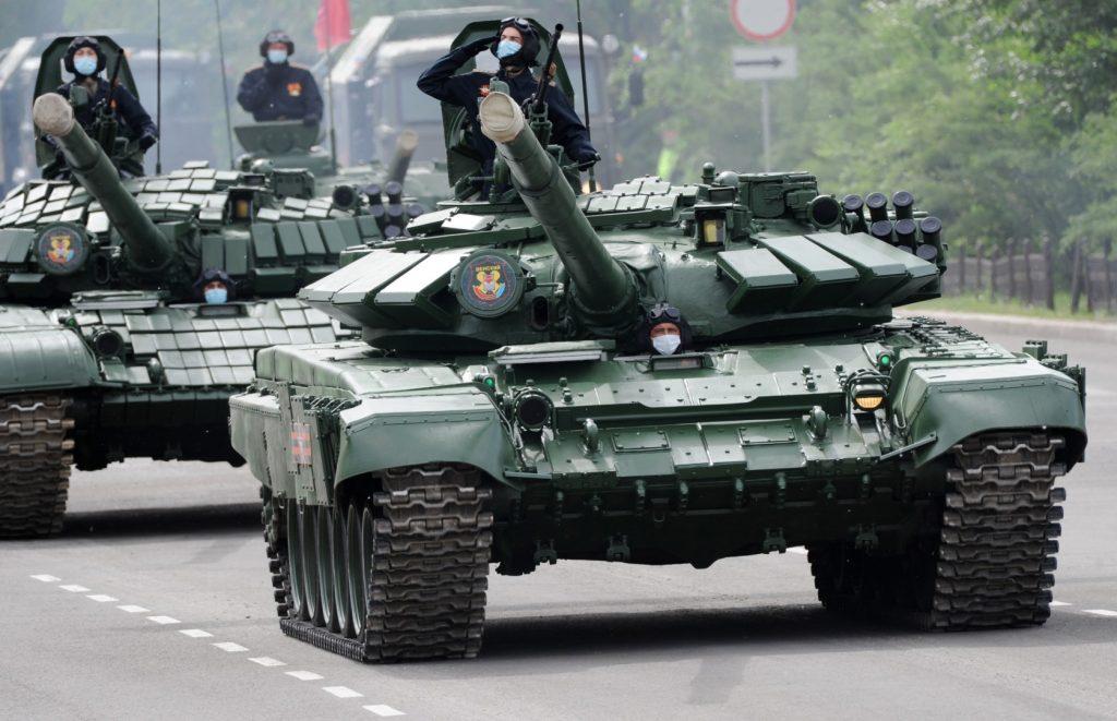 Танк Т-72Б1 та Т-72Б (червень 2020). Фото: ЗМІ РФ