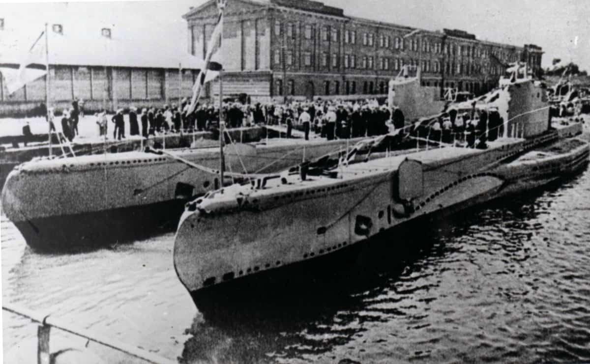 Підводні човни Kalev та Lembit у пірсу в складі ВМС Естонії