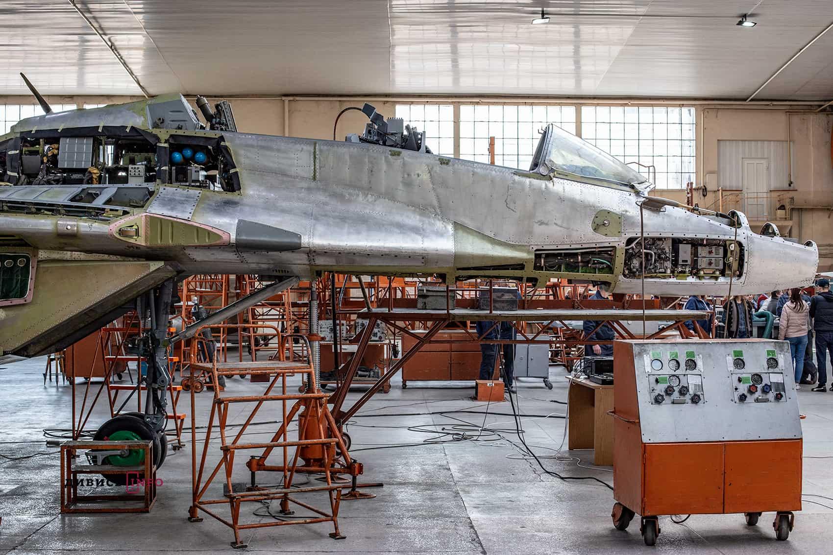 Процес ремонту МіГ-29 на Львівському авіазаводі