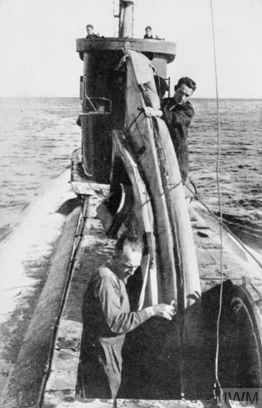 Спуск каяку COPP з підводного човна для розвідки узбережжя