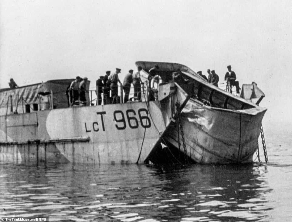 Спуск на воду плаваючого танку