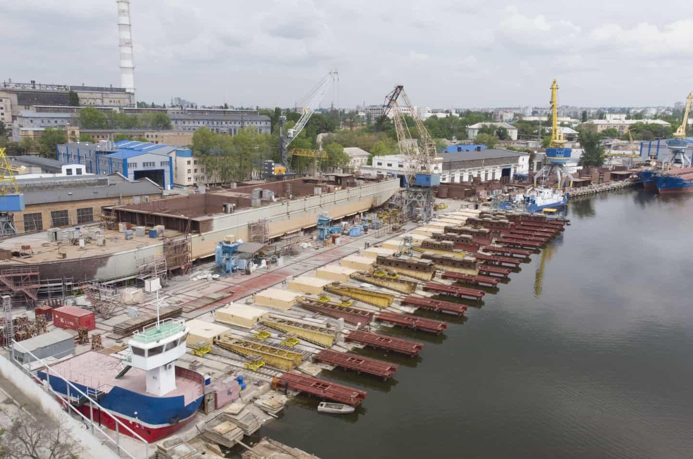 Стапелі суднобудівного-судноремонтного заводу «Нібулон»