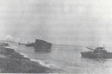 Вихід плаваючого танку на узбережжя