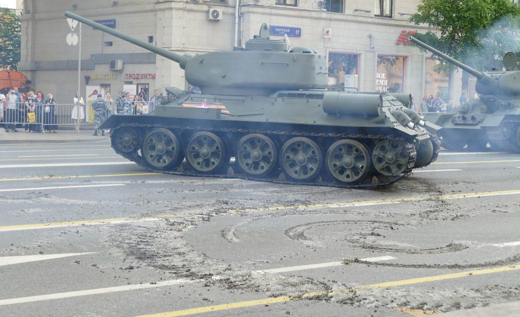 Парадний Т-34-85 і дороги (червень 2020). Фото: ЗМІ РФ