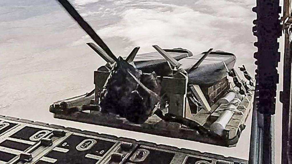 MC-130J Commando II скидає дві крилаті ракети CLEAVER Фото: ПС США