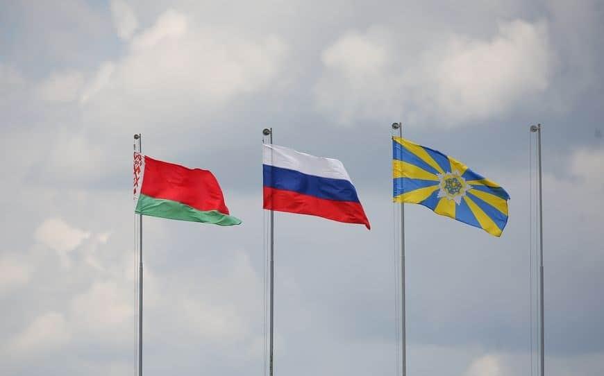 Прапори на військовій базі Білорусі. Фото: Белта