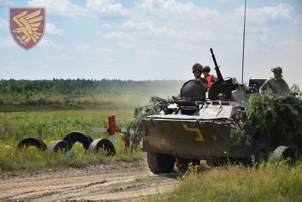 Навчання 95-ї бригади ДШВ. БТР-80. Фото: Міноборони