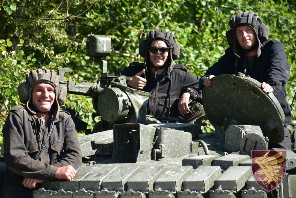 Навчання 95-ї бригади ДШВ. Танк Т-80БВ. Фото: Міноборони