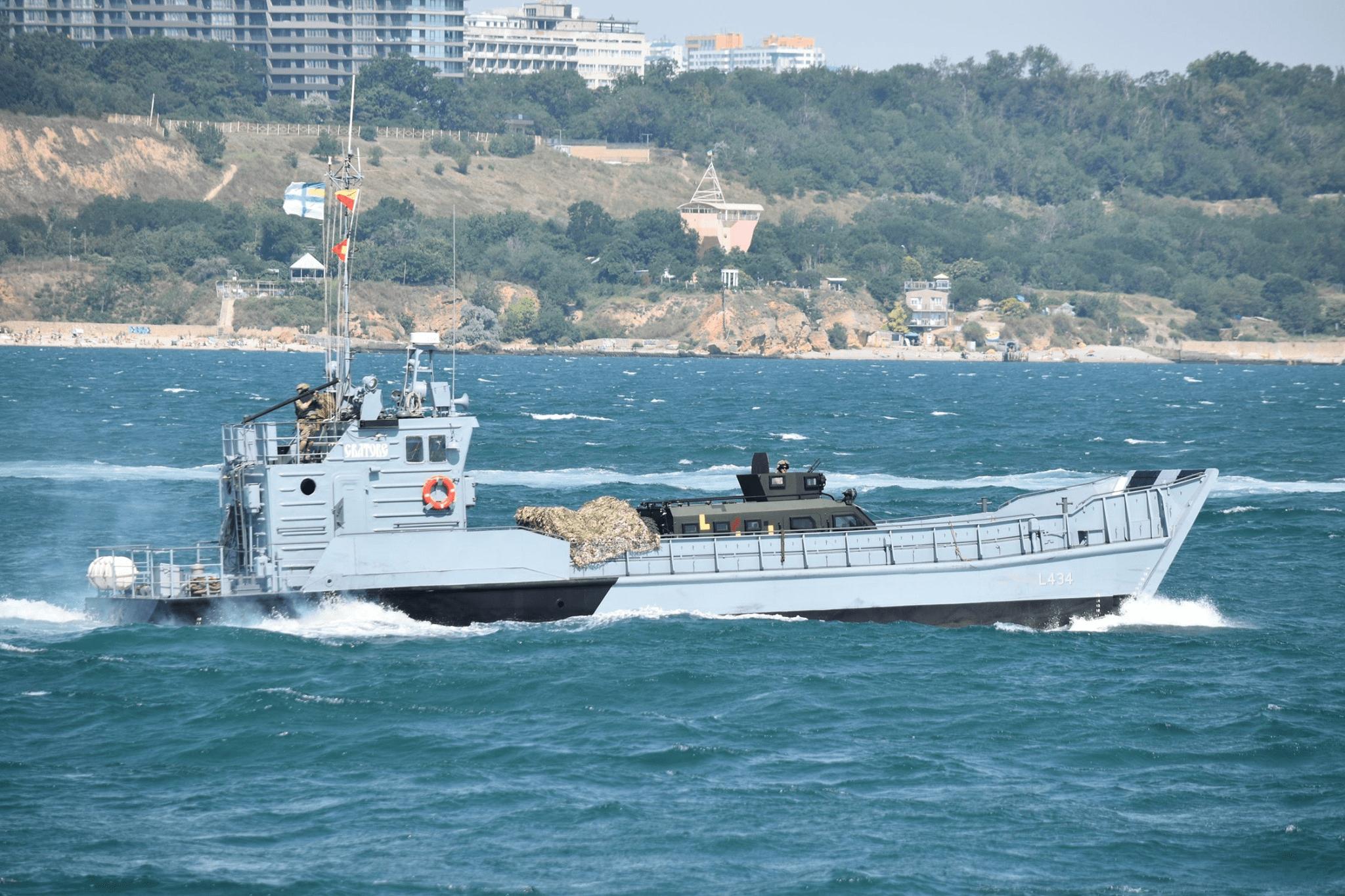 Десантний катер «Сватове» під час урочистостей до Дня ВМС ЗС України 5 липня 2020 року