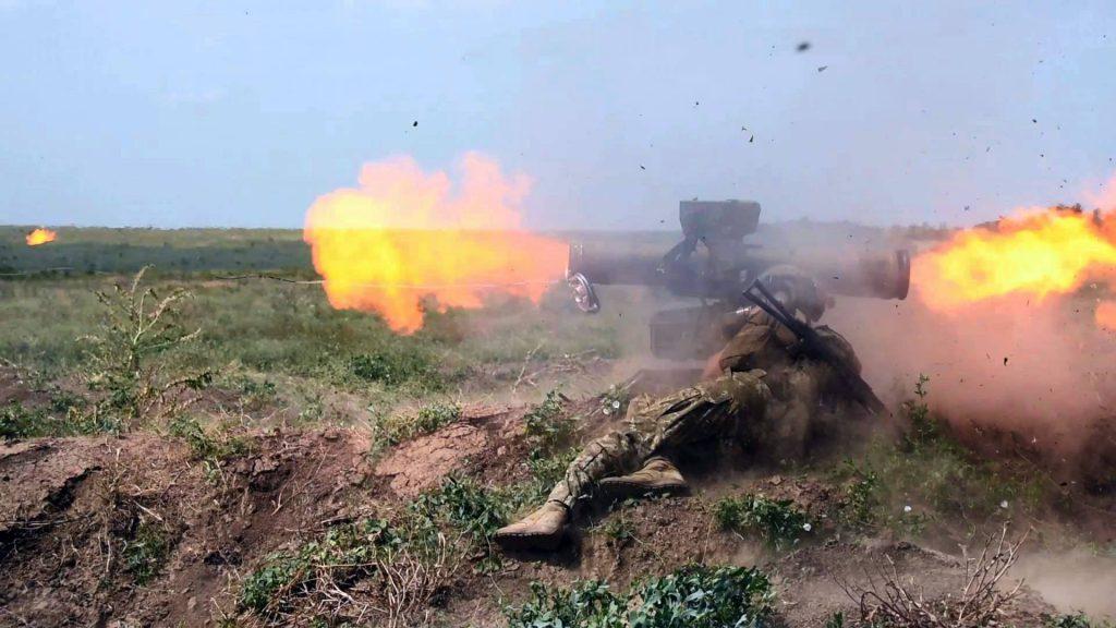 Постріл з противотанкового ракетного комплексу розрахунку під час змагань. Фото: АрміяInform